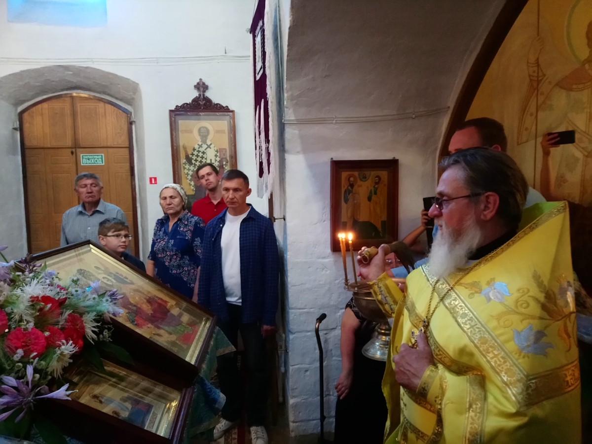 Освящение иконы Божией Матери «Всецарица» в Тихвинском храме села Авдотьино